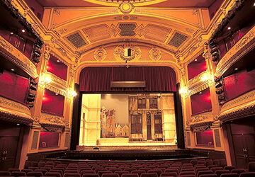 オペラ舞台