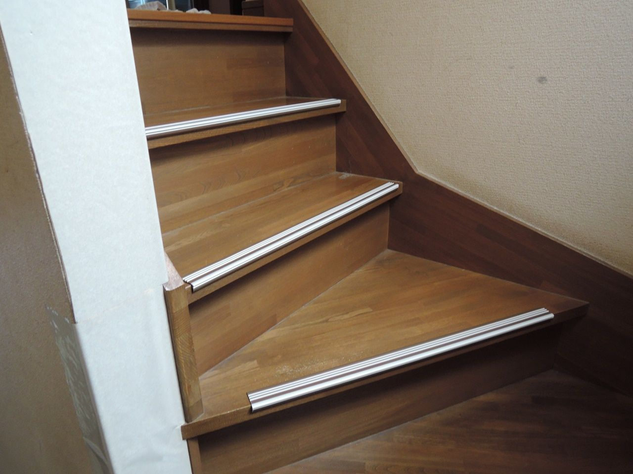 滑り テープ 階段 止め