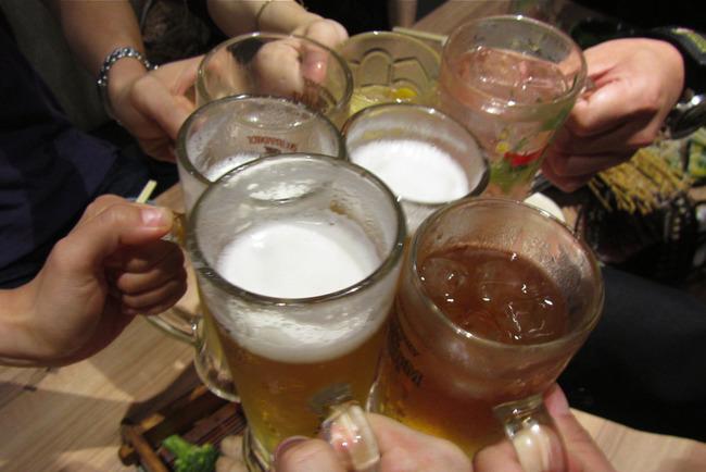 さらに夜通し会合、丸半日ビール漬け!