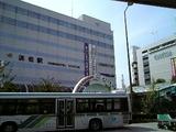新横浜に停まる新幹線