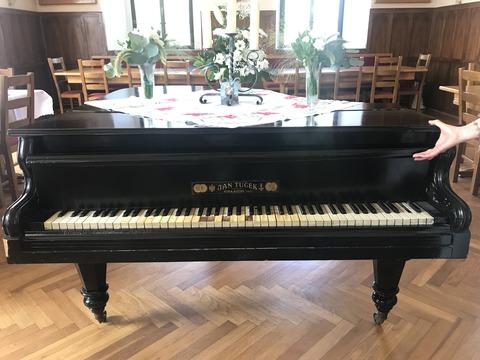 cernik_piano