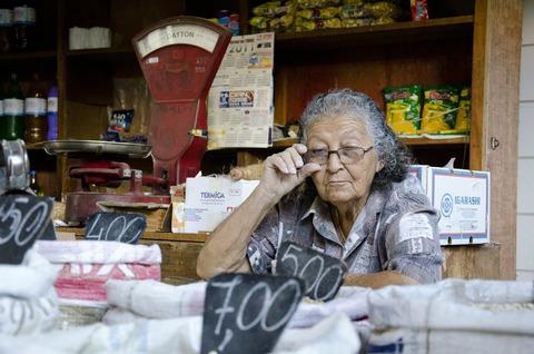 elderly-woman-412043_1920