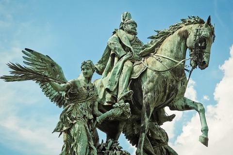 statue-2544665_1920