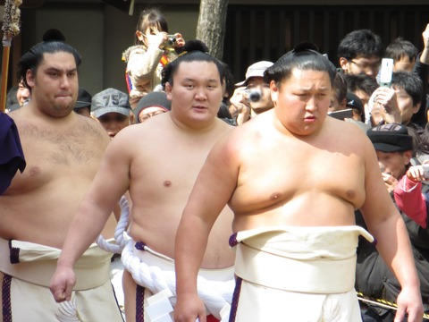 Hakuho_Dohyoiri_in_Sumiyoshi_Taisha_(1)_IMG_1475-2_20130302