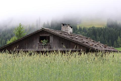 mountain-hut-421716_960_720