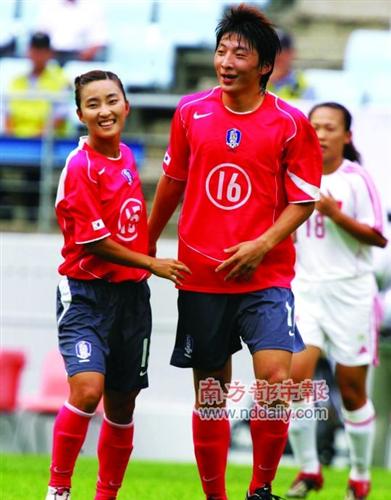 2014年4月9日、韓国紙・東亜日報によると、韓国で女子サッカーのパク・... 【画像】性別疑惑