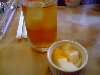 杏仁豆腐とウーロン茶