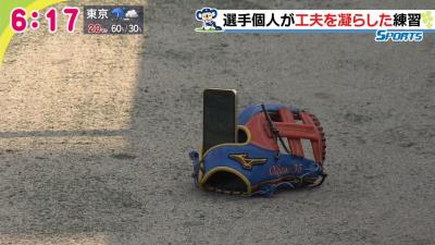 中日ドラフト3位・岡野祐一郎投手の時間有効活用方法 スマートフォンをグラブに立てて…