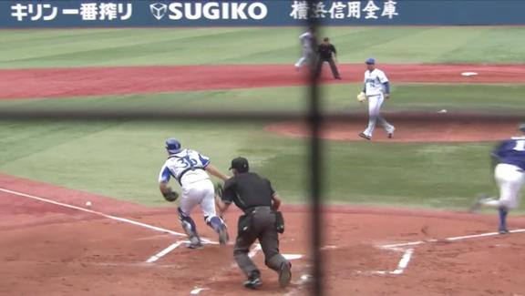 中日・与田監督も称賛「あれは京田のいろいろ考えたプレー。機動力を使うという部分で、普段から練習していることを試合で徐々に試せるようになってきた」 芸術的なライン際セーフティーバント!