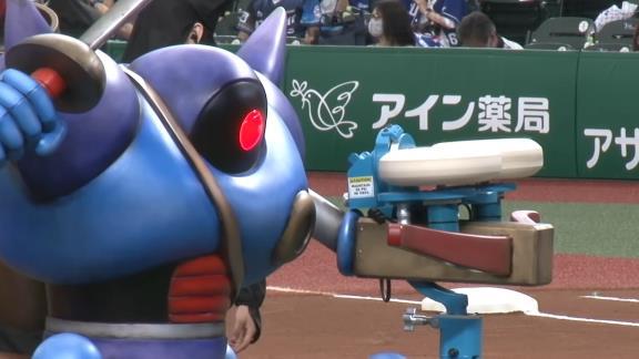 """セ・パ交流戦「西武vs.中日」で""""キラーピッチングマシン""""が始球式を行う"""