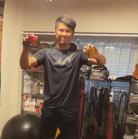 中日・鈴木博志投手、ジャグリングを披露する【動画】