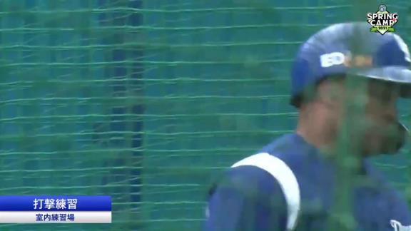 中日・ビシエド、イレブンスポーツのキャンプ中継カメラにお茶目すぎる姿を見せる【動画】