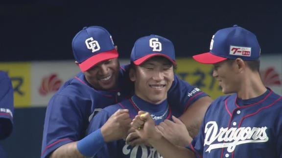 中日勝利の瞬間 イチャイチャするビシエドと亀澤恭平、大野奨太
