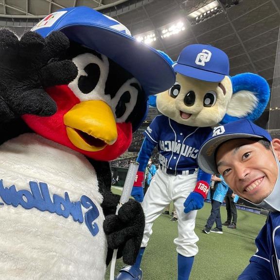 中日・又吉克樹投手「なんでやってるの?」 DeNA・山崎康晃投手「球場に来られない人も楽しんでほしいんですよね」