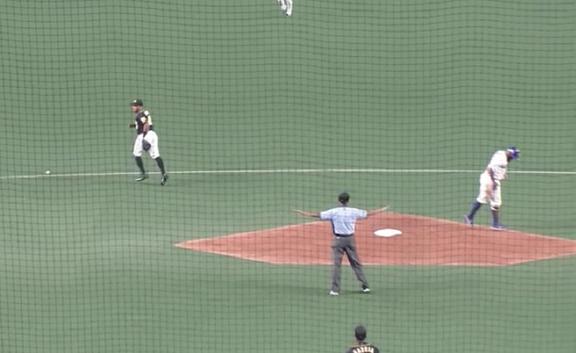 中日・アルモンテ、二塁ベースを離れてしまいアウトに…