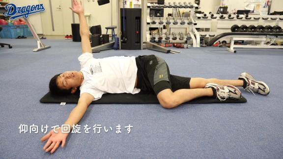 岡田俊哉投手と一緒にトレーニング! 中日が自宅でも簡単にできるストレッチ動画を公開!(キメ顔たっぷり)【動画】