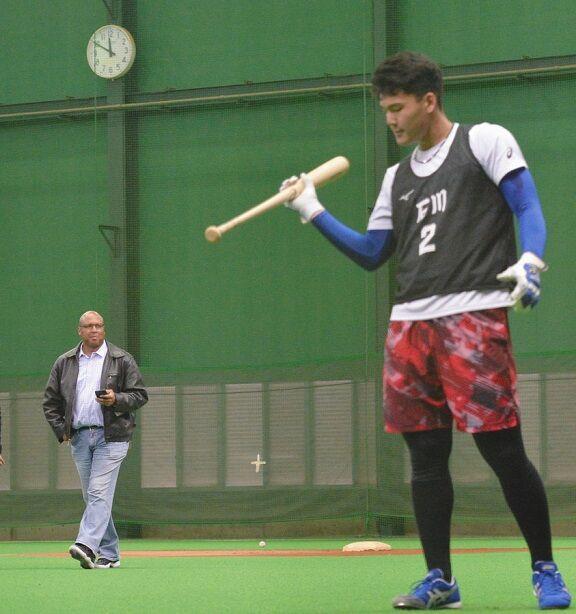 中日・パウエル巡回打撃コーチがドラ1石川昂弥と対面してビックリ「18歳にしては…ビッグサイズ!!」