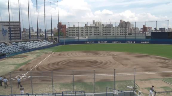 無観客開催のナゴヤ球場、試合中のスタンドに人影が…?