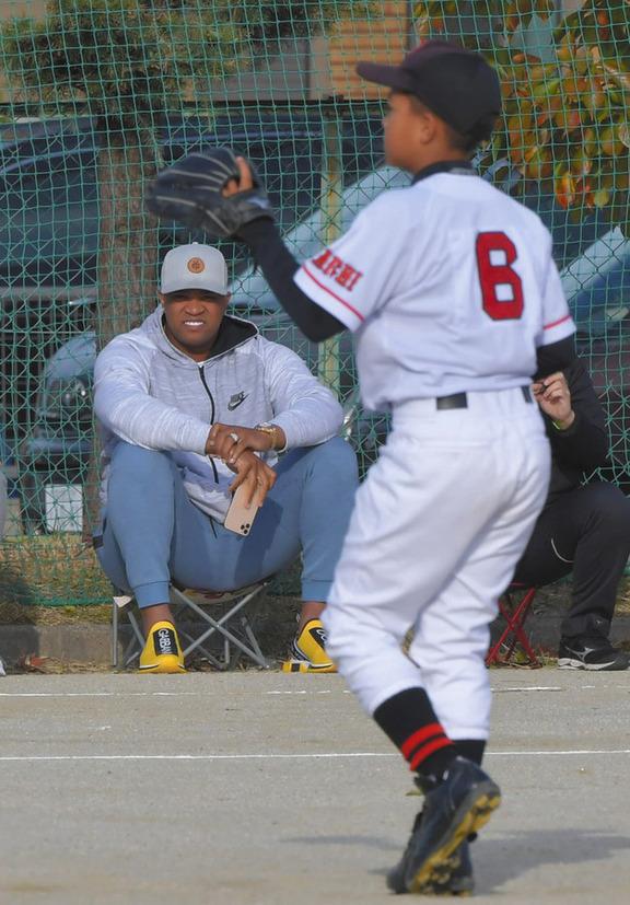 中日・ビシエド、学童野球の大会を観戦 愛息ジュニア君(9)が3者連続三振&二塁強襲2点打の二刀流の活躍で「いいだろ?」とご満悦