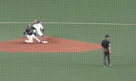 二塁塁審「見ていました」