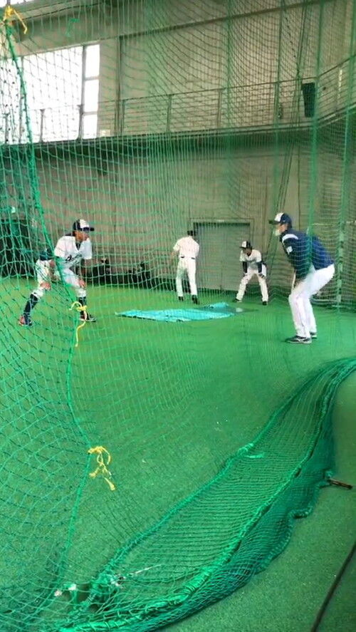 中日・高松渡選手、荒木雅博コーチと英智コーチに盗塁を教わる 荒木コーチ「盗塁の形に正解はない。まずは僕の理論を話した」