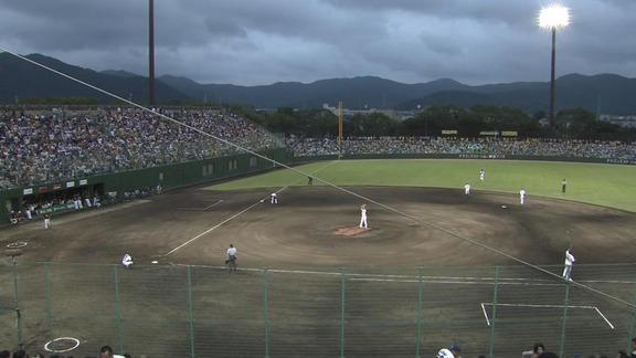 豊橋の試合「中日×阪神」で虫が大量発生し報道陣が避難する