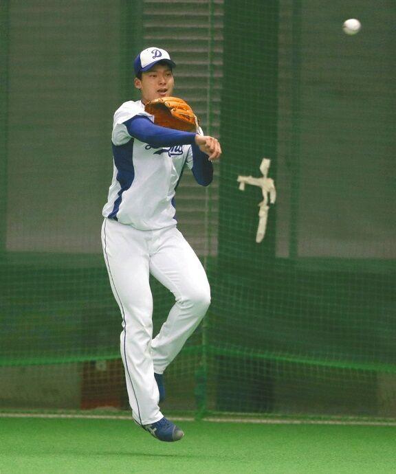 中日ドラフト1位・石川昂弥、セカンドもイケる! 仁村徹2軍監督「やるな~。二塁でもできるな~」