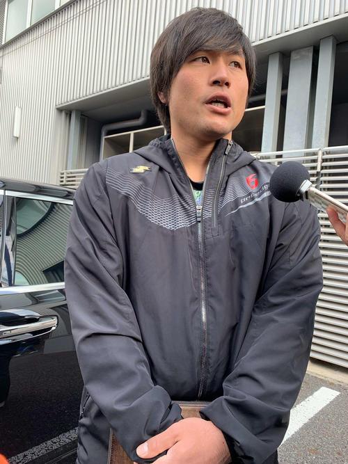 荷物出しのためナゴヤ球場を訪れた中日平田