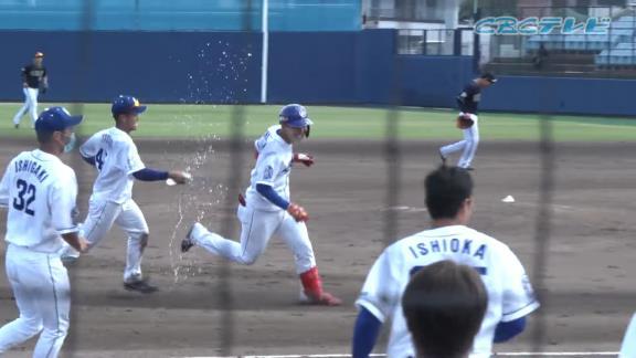 中日・石川昂弥、プロ初のサヨナラ打を放ち土田龍空らに水をぶっかけられる【動画】