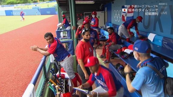 元中日で野球ドミニカ共和国代表コーチのアンダーソン・エルナンデス、ベンチで呆然…