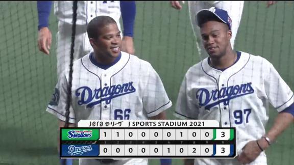 神様、仏様、ビシエド様… 中日・福敬登投手は同点2ランホームランを放ったビシエド選手に…?