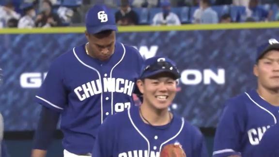 中日・高橋周平、試合に勝利し満面の笑み