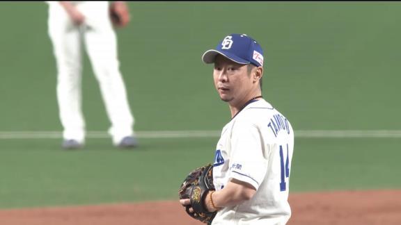 中日・又吉克樹広報、満面の笑みを見せる谷元圭介投手の写真を投稿する!