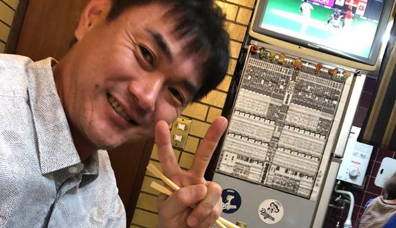岩瀬仁紀さん(44歳)、焼き肉を食べる