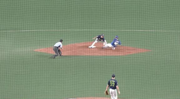 遠藤の盗塁失敗で試合終了となったプレー、サインではなかった 中日・伊東ヘッド「トライは評価。アウトはダメ」