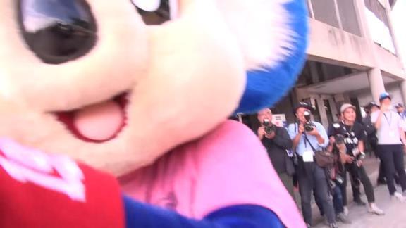 中日・ドアラ、ロッテ公式YouTubeチャンネルで大暴れ!? 佐々木朗希投手「めっちゃしつこかったっす(笑)」【動画】