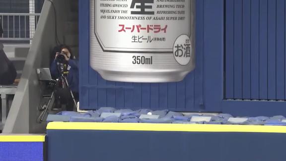 中日・ビシエド「自分でもグッドスイングだと思うよ。ホームランになってくれて最高だよ」 チームを勝利に導く第15号勝ち越し3ランホームラン!【動画】