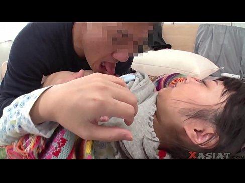 パイパン少女にパパが悪戯無遠慮ガン突き 【エロ動画】