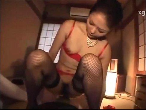 パンストで色気ムンムンの美女が濃厚セックスで乱れまくり 【エロ動画】