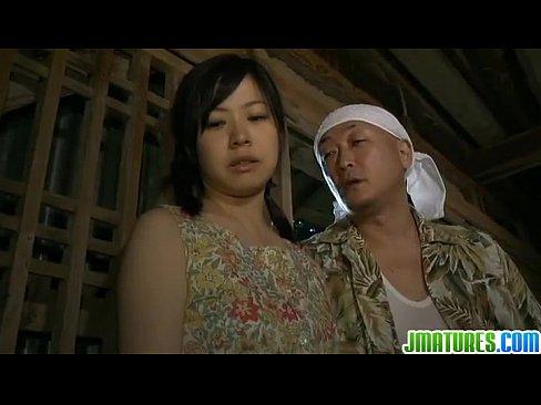 田舎のオヤジに強姦される美巨乳妻 (えろムービー)