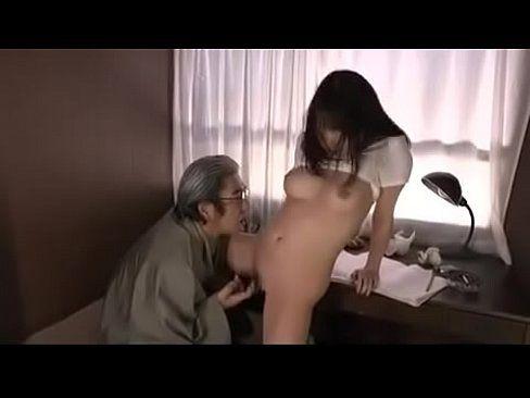 おじいちゃんに仕込まれ悪戯される巨乳娘 【エロ動画】