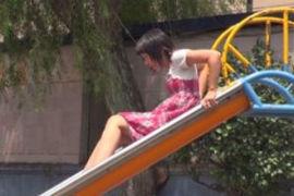 近所の公園で遊んでいる女子に下半身のお勉強wwww