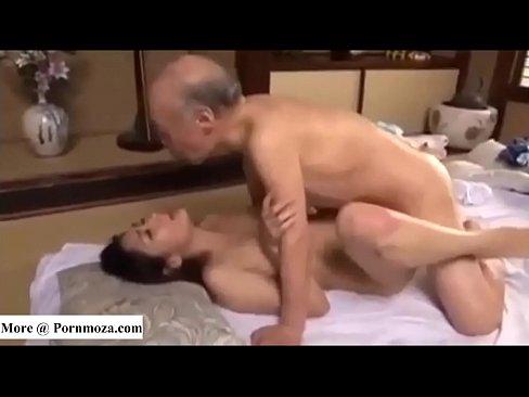 性欲旺盛な義パパとえろ主婦の家庭内ウワキナカ出し (えろムービー)