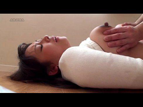 新妻が産後の母乳搾乳 part5 (えろムービー)