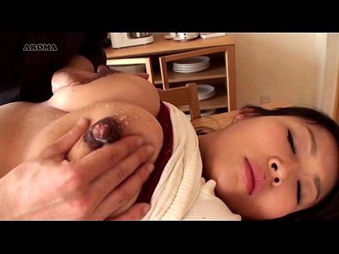 新妻が産後の母乳搾乳 part4 (えろムービー)