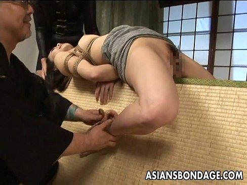 畳緊縛指導という特殊コースに感じる人妻 (えろムービー)