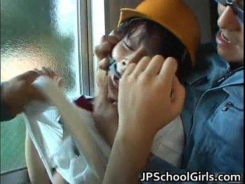 JCを倉庫に連れ込み2人がかりで悪戯、ヤバすぎる 【エロ動画】
