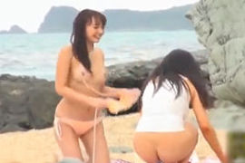 駅弁ファックでハメまくる青姦ムービー☆ 南国ビーチで日焼けした美巨乳ビキニGAL