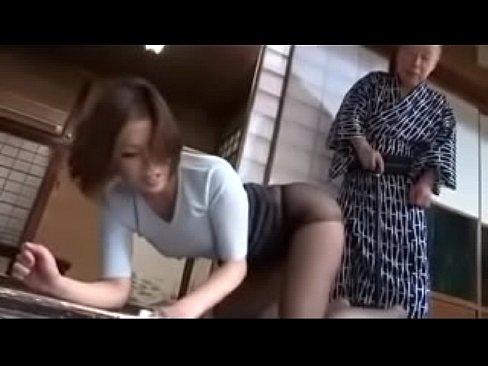ボケたえろ義パパがストッキング妻にオシオキ (えろムービー)