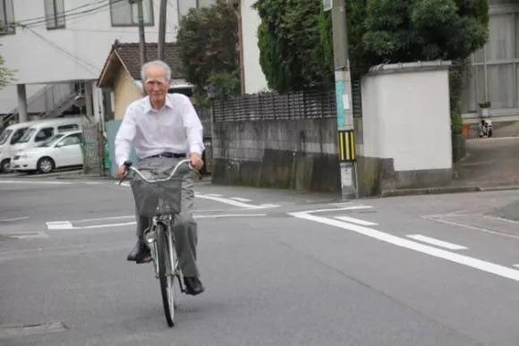 【画像】村山富市さん96、普通に自転車を運転するwwwwwwwwww